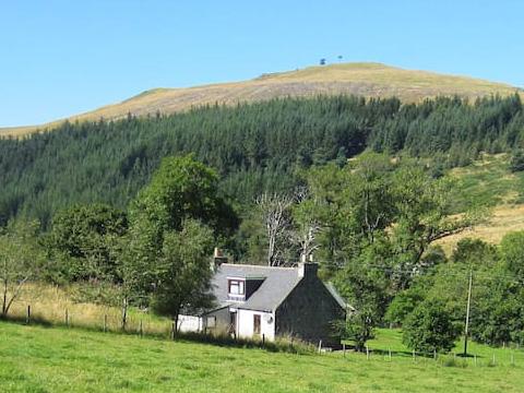 lynebain-waterside-farmhouse-home